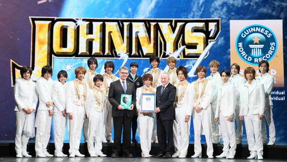 Hey! Say! JUMP, A.B.C-Z and Sexy Zone with Frank Foley, Chairman of Guinness World Records